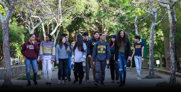 New students at UCSC walk through campus, photo by Carolyn Lagattuta